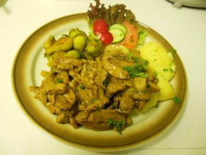 Champignon-Rahm-Geschnetzeltes mit Kartoffeln und Rosenkohl @ Bergpension Schulenberg, Oberharz